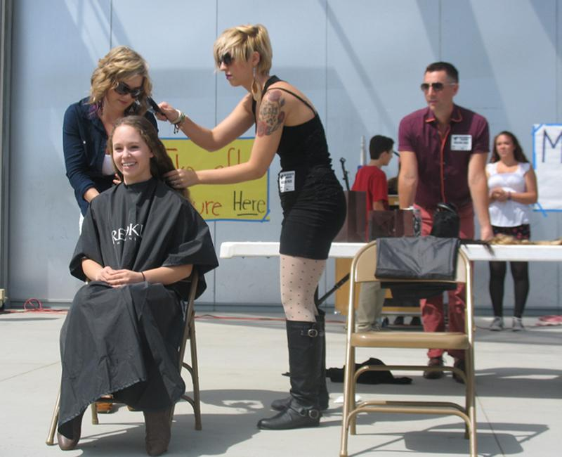 Junior+Lizzie+Urbina+has+her+hair+cut+by+Detour+Salon+employees+for+charity.