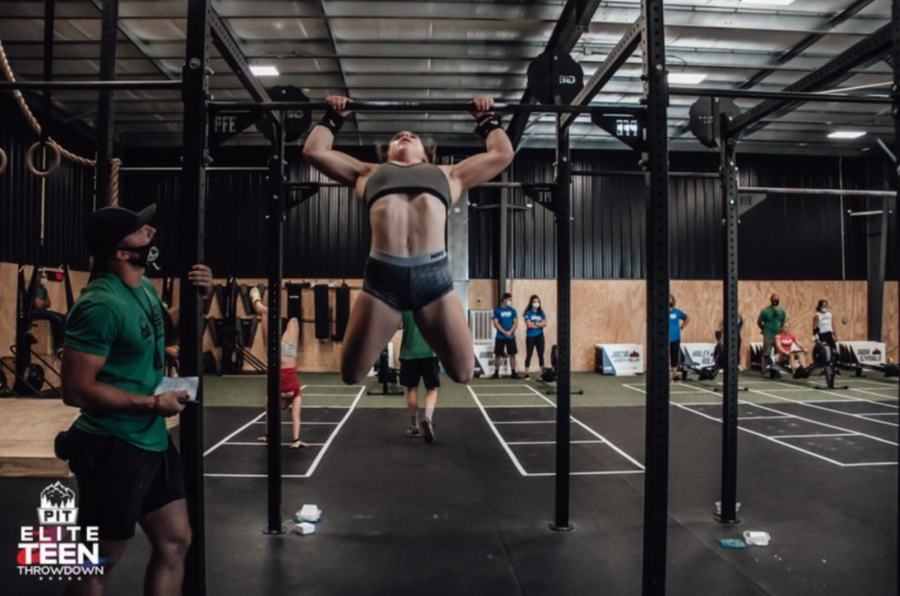 Bianca+Miller+doing+a+kipping-pull+up+for+the+pit+fitness+ranch+elite+teen+throwdown+on+Sep+3%2C+2020%2C+through+Sep+6%2C+2020