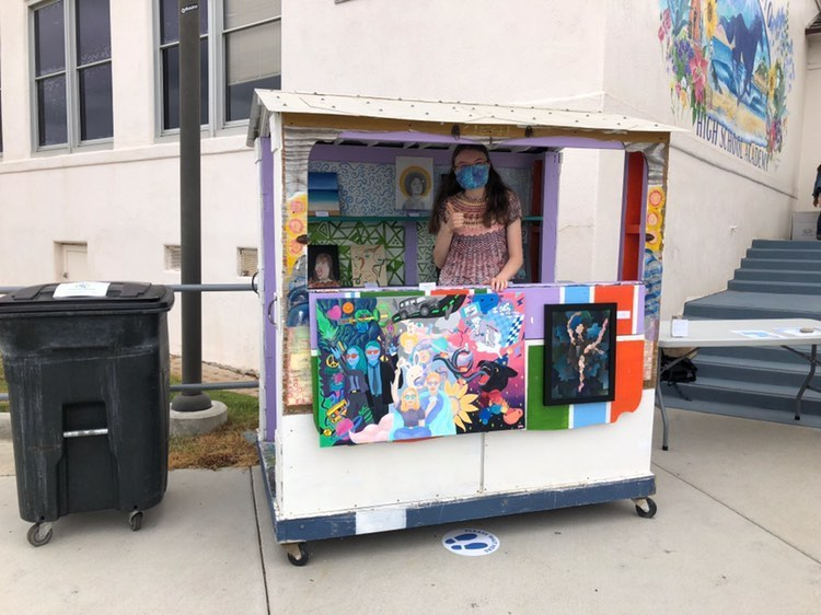 A+girl+in+a+cart+with+art