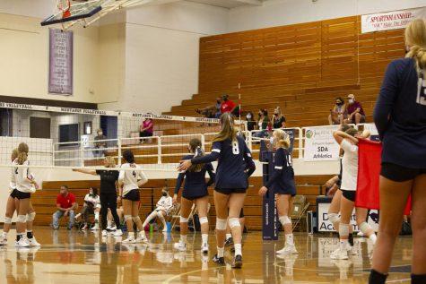 Girls Volleyball prepares for third set